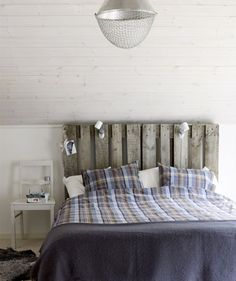 Recycled timber bed head