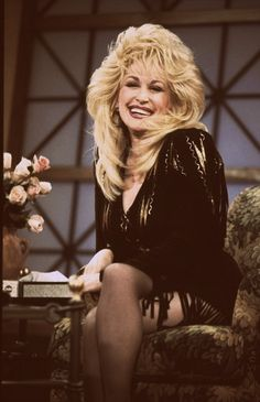 GODDESS DOLLY PARTON is the first of those many celebrities that sharing a strong sexual desire to all straight men Dolly Parton Wigs, Dolly Parton Costume, Dolly Parton Pictures, Tennessee, Musica Country, Country Music Singers, Country Artists, Confident Woman, Hello Dolly