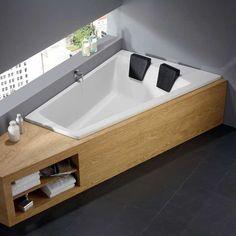 This corner bath for two invites you to relax. tub … - Home Decor Ideas! Double Bathtub, Bath Tub For Two, Wood Bathroom, Bathroom Towels, Small Bathroom, Bathroom Ideas, Bathroom Remodeling, Remodeling Ideas, Bathroom Designs