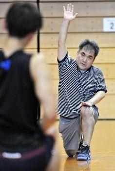 3人制バスケットボール3×3(スリーバイスリー)の日本代表候補選手を、与那国町出身のトレーナー東迎高善氏(48)が支えている。16日から県内で始まった強化合宿に帯同。選手の体の状態をチェックしたり...