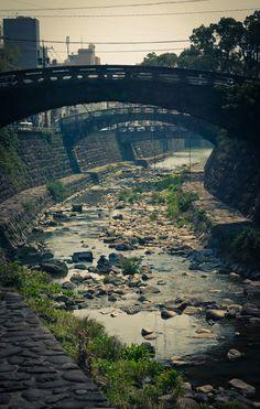 Nagasaki, Nigiwaibashi, wonderful old tone arch bridges over the Nakashima River