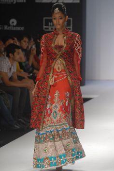Orange lehanga | Lehanga | Weddingplz | Wedding | Bride | Groom | love | Fashion | IndianWedding  | Beautiful | Style.