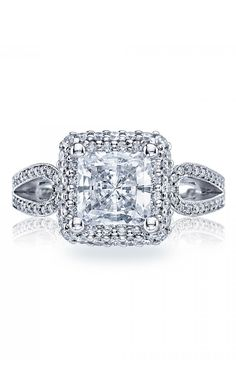 Fashioned with the romantic moment. Tacori Blooming Beauties. #Tacory #engagement #rings