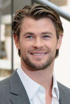 Chris Hemsworth: 'Thor' Photo Call in Rome!: Photo Chris Hemsworth suits up for a photo call to promote his movie Thor on Friday (April at the Hassler Hotel in Rome, Italy. Trendy Mens Hairstyles, Boy Hairstyles, Cool Haircuts, Straight Hairstyles, Male Medium Hairstyles, Medium Haircuts For Men, Man Haircut Medium, Fashion Hairstyles, Business Hairstyles