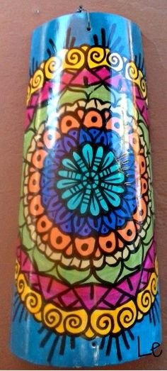 Peace Pole, Diy And Crafts, Arts And Crafts, Tuile, Clay Tiles, Cardboard Crafts, Tole Painting, Pottery Vase, Bottle Crafts
