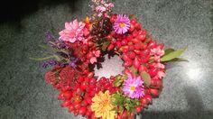 Podzimní věneček Floral Wreath, Wreaths, Home Decor, Floral Crown, Decoration Home, Door Wreaths, Room Decor, Deco Mesh Wreaths, Home Interior Design