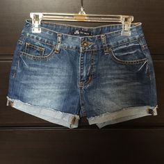 Cute blue jean shorts! Super cute cuffed jean shorts! Perfect for summer! They say size 29, but they fit more like a 27, therefor they are listed as such! :) Est Mon Shorts Jean Shorts