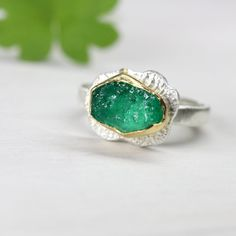 Rough Muzo Emerald Engagement Ring 22k Yellow Gold Silver Romantic Frog Prince Fairy Tale Rustic Raw Green Gemstone Bridal - Froschteich