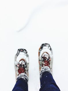 Take a look at these top tips to help you stay warm and cosy during the winter weather. Enjoy the snow but make sure you stay dry and safe! Winter Wonderland Song, Cable Knit Hat, Winter Photos, Winter Photography, Stay Warm, Snow Boots, Cosy, Resorts, Hiking Boots