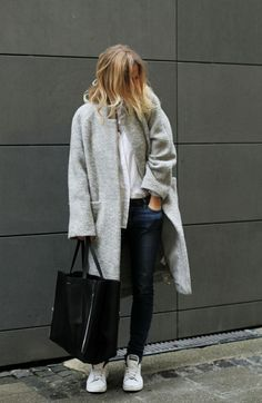 Best Outfit Ideas For Fall And Winter 45 Outfits Thatll Make You Want a Grey Winter Coat Casual Mode, Casual Chic, Habit Vintage, Look Fashion, Fashion Outfits, Fashion Trends, Grey Fashion, Minimal Fashion, Latest Fashion