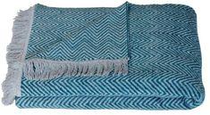 Als decoratie of om lekker onder weg te kruipen, dit Vira plaid van De Kussenfabriek is geschikt voor beide.
