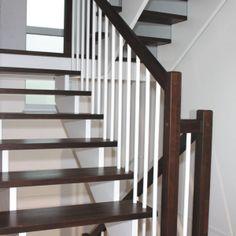 Aufgesattelte Treppe Bei dieser traditionellen Treppenkostruktion liegen die Treppenstufen auf den Tragholmen auf. Sägezahnförmig sind die Trittstufen in der Wange ausgeklinkt. http://gueta-treppen.de/aufgesattelte-treppe.html