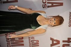 """Reba looks gorgeous on the Red Carpet at """"The 45th Annual CMA Awards"""""""