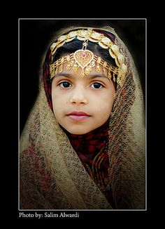 Omani girl wearing traditional costume. Muscat festival 2008, Oman. | © Salim Alwardi