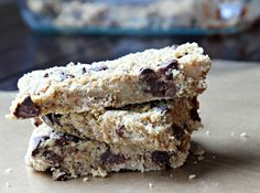 Looking for a healthy snack? These homemade granola bars are packed with nutritious ingredients and are delicious!