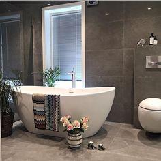 Dere, Different Textures, Clawfoot Bathtub, Villa, Instagram Posts, Followers, Bathrooms, Interiors, Space