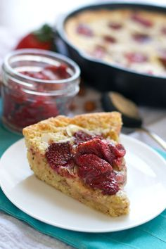 Strawberry Almond Skillet Cake. The moistest one-bowl almond cake topped with roasted strawberries. - www.thelawstudentswife.com