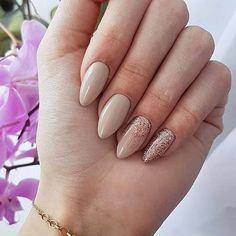 Semi-permanent varnish, false nails, patches: which manicure to choose? - My Nails Cute Nails, Pretty Nails, My Nails, Glitter Nails, Ongles Beiges, Beige Nails, Best Nail Art Designs, Stylish Nails, Prom Nails
