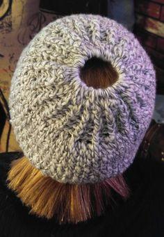Mütze mit Haargummi für Pferdeschwanz