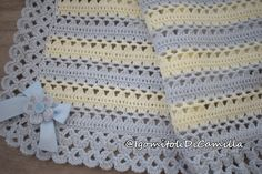 Crochet cover with bows Camilla's balls Crochet Shell Pattern, Crochet Baby Blanket Free Pattern, Bernat Baby Blanket, Crotchet Patterns, Baby Girl Crochet, Newborn Crochet, Baby Knitting Patterns, Crochet Stitches, Large Knit Blanket