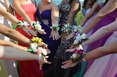 Love this prom picture idea