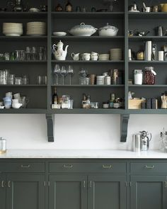"""Home Interior Cuadros The perfect open storage in beautiful Broby, hand painted in color """"Studio Green"""" from Farrow & Ball. Home Decor Kitchen, Kitchen Interior, Home Kitchens, Cottage Kitchens, Modern Kitchens, Black Kitchens, Green Kitchen, New Kitchen, Kitchen Dining"""