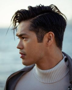 "219.6 mil curtidas, 1,122 comentários - Ross Butler (@rossbutler) no Instagram: ""James Bond Day Dreams @augustman : @lenneigh Styling: @lisabae Hair/Makeup: @tammyyi"""