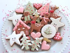 The response to our Christmas classes has been incredible! Melbourne, Sydney and Brisbane have nearly sold out! To respond to the… Christmas Sugar Cookies, Christmas Sweets, Holiday Cookies, Gingerbread Cookies, Pink Christmas, Christmas Tree, Royal Icing Cookies, Cake Cookies, Cupcakes