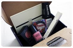 March 2013 Wantable Makeup Box - This fresh collection features must-have seasonal shades, including soft peaches and pinks to create the perfect spring look. Price: $36/month -- #beauty #wantable #makeup #subscriptionbox