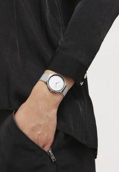 In ihrem eleganten Design ist sie wahrhaft ein damenhaftes Accessoires. Skagen Denmark FREJA - Uhr - silber coloured für 169,95 € (21.12.15) versandkostenfrei bei Zalando bestellen.