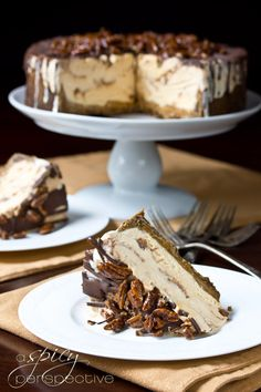 Turtle Pumpkin Ice Cream Dessert Cake: An Easy and Impressive Thanksgiving Dessert | I'm so doing this for our turkey soup lunch !!