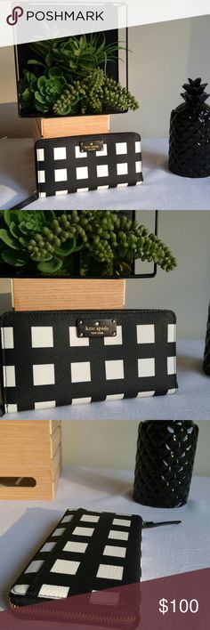 """✨Kate Spade Black & White Block Wallet/Clutch NWT Kate Spade black and white block wallet. 12 card slots, zipper around, zippered coin pocket. Can fit phone as well.  7.75"""" × 4"""" × 1.75""""     ✨Condition is new with tags. PRICE FIRM unless bundled.     ✨✨Check out my other listings to get a bundle discount. Happy to answer any questions. ☺☺ kate spade Bags"""