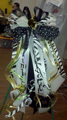 Homecoming garter / no mum flower, just ribbon bows Texas Homecoming Mums, Football Homecoming, Homecoming Garter, Homecoming Ideas, Ribbon Bows, Ribbons, Mum Flower, Graduation Crafts, Mums The Word