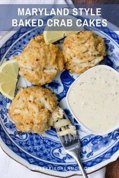 Maryland Style Baked Crab Cakes These lump-meat crab cakes are made with very little filler, letting the crab meat shine. Baked to perfection and served with a tasty remoulade. Seafood Bake, Seafood Recipes, Great Recipes, Favorite Recipes, Summer Recipes, Recipe Ideas, Easy Recipes, Baked Crab Cakes, Yummy Food