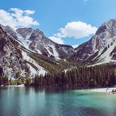 As I'm not travelling much this month I thought about to show you some of my favorites pics of my last trips. Memory no. 1 is from the Pragser Wildsee in Italy. It was a nice trip to one of the most beautiful places in South Tyrol. Not even the huge amount of people could destroy the view.
