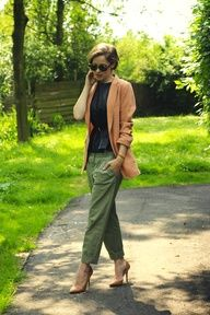 TRANSITIONAL TROUSERS: love this boyfriend trouser in an army green. the pointy pumps and slouchy blazer dress them up perfectly for work!