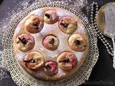 Ob als Dessert oder auf der Kaffeetafel: Der weihnachtliche Kuchen begeistert alle! Bratapfelkuchen mit Grieß-Joghurt-Teig - smarter - Kalorien: 284 Kcal | Zeit: 40 min. #christmas