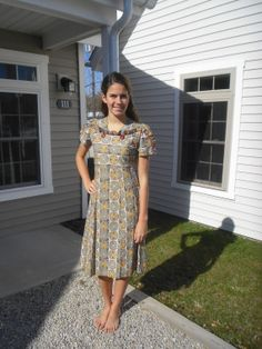Girl Next Door 1930s Vintage Dress Fabulous Cotton Print With Ruffle & Buttons