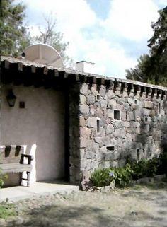Detalle de la fachada, Motel La Siesta, San Miguel de Allende, Guanajuato, México 1958   Arq. David Muñoz Suárez -  Detail of the facade, Motel La Siesta, San Miguel de Allende, Guanajuato, Mexico 1958