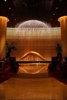 The Lobby at The Peninsula, Tokyo. The best cozy hotel. Luxury Lighting, Cool Lighting, Interior Lighting, Lighting Design, Design Hotel, Hotels And Resorts, Best Hotels, Luxury Hotels, Peninsula Hotel