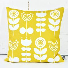 Add a little fresh and contemporary Scandinavian inspired design to your home with our Citrus coloured Scandi Flowers cushion.
