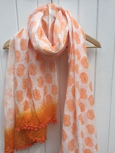 Indian wooden block printed Scarf using our fantastic Scarf Printing kit! Includes everything you need to hand print your own fantastic scarf! Choose from 6 colours & designs!