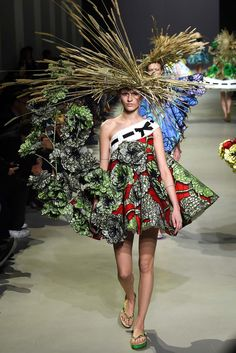 This garden needs a bit of pruning. Viktor & Rolf - Spring 2015 Couture - Look 12 of 21