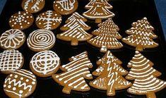 Měkké a voňavé vánoční perníčky Christmas Wrapping, Christmas Baking, Christmas Cookies, Christmas Ornaments, Mini Cupcakes, Biscotti, Gingerbread Cookies, Dessert Recipes, Holiday Decor