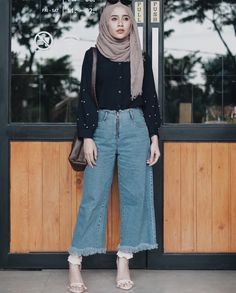 Blend with trend 😎🌼 Modern Hijab Fashion, Street Hijab Fashion, Hijab Fashion Inspiration, Islamic Fashion, Muslim Fashion, Modest Fashion, Fashion Outfits, Style Fashion, Hijab Casual