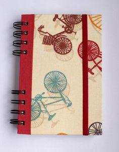 Cuaderno chico con estampado de bicicletas