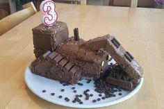 Bagger Planierraupe - Kuchen für den Kindergeburtstag 1 Bulldozer Cake, Tractor Birthday Cakes, Amazing Cakes, Kids Meals, Waffles, Pudding, Breakfast, Desserts, Bakken