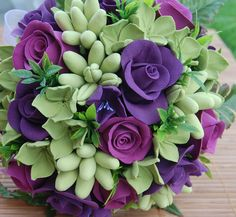 Lime-green, tuberoses and hydrangea plus purpole roses.  Great convination