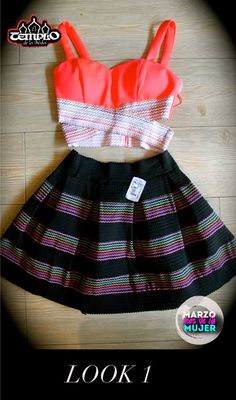 Los crop tops, o top cortos, se han vuelto la última tendencia de la moda, puedes combinarlo con faldas con volumen y obtener un look súper chic. Encuentra estos productos en tus tiendas de el Templo de la Moda #Eresúnica