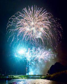 't Jaarlijks vuurwerk.  #deinze #vaart #nevele #bananebrug #fireworks #fireworksnight #firework